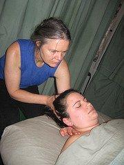lomi neck stretch